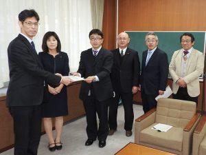 3月24日、共産党鳥取県委員会は、新型コロナ問題で県知事に対し、申し入れ