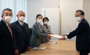 4月7日、市議団は市長に対し「新型コロナウイルス感染急拡大への対応について」申し入れ